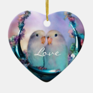 Amor en un ornamento del día de fiesta del adorno navideño de cerámica en forma de corazón
