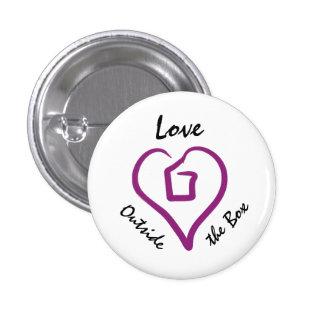 Amor fuera del botón de la caja pin