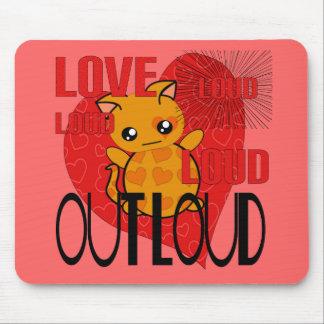 Amor hacia fuera ruidosamente alfombrilla de ratones