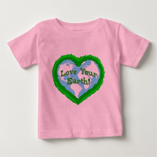 Amor infantil su camisa de la tierra