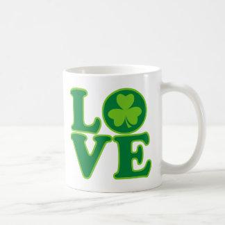 Amor Irlanda Taza Básica Blanca