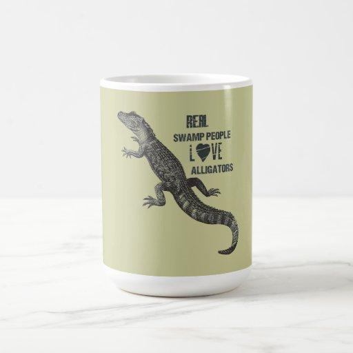 Amor juvenil del cocodrilo taza básica blanca