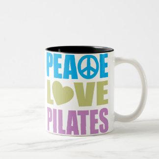 Amor Pilates de la paz Taza De Dos Tonos