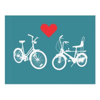 Amor precioso del hallazgo de dos bicis del vintag postal