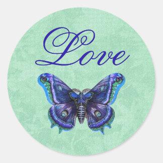 Amor púrpura de la mariposa del vintage que casa pegatina redonda