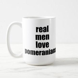 Amor real Pomeranians de los hombres Taza Básica Blanca