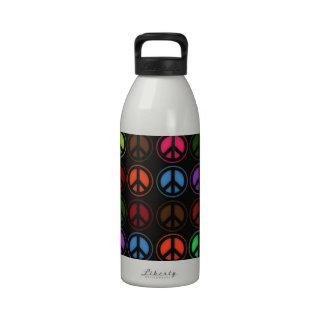 Amor retro del hippy del signo de la paz botella de agua reutilizable