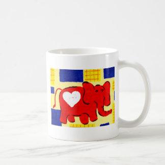 Amor rojo del elefante tazas