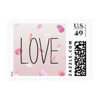 Amor romántico de los pétalos color de rosa sello