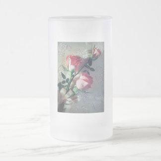 Amor rosado del boda del cordón de los rosas taza de cristal