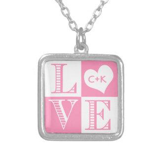 Amor rosado y blanco de Bubblegum con el corazón Colgante Cuadrado