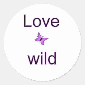 Amor salvaje - mariposa pegatina redonda