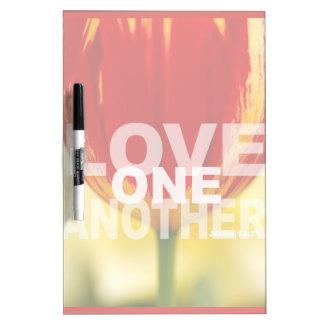 Amor uno otro tablero blanco