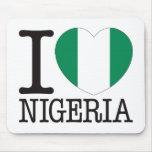 Amor v2 de Nigeria Tapetes De Ratón