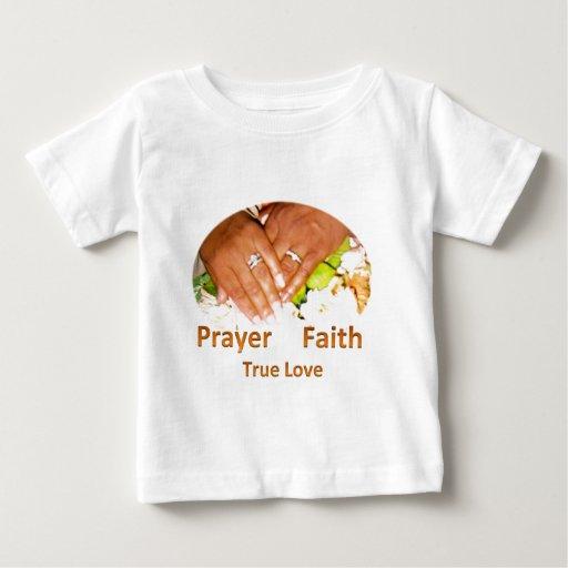 Amor verdadero de la fe del rezo playera de bebé