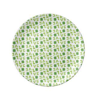 Amor verde del trébol platos de cerámica