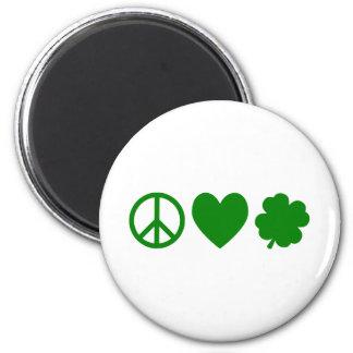 Amor verde y tréboles de la paz imán redondo 5 cm