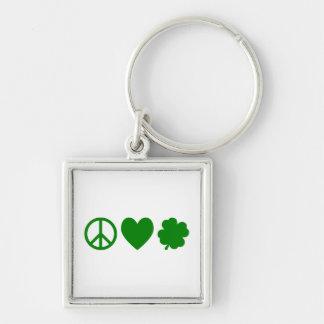 Amor verde y tréboles de la paz llaveros