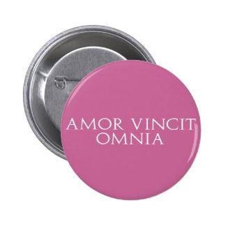 Amor Vincit Omnia Pin Redondo De 2 Pulgadas