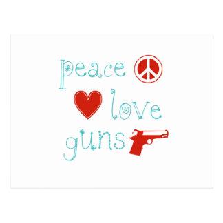 Amor y armas de la paz tarjeta postal