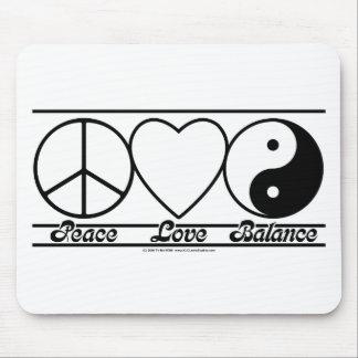 Amor y balanza de la paz tapete de ratones