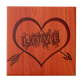 amor y corazón quemados en madera teja cerámica