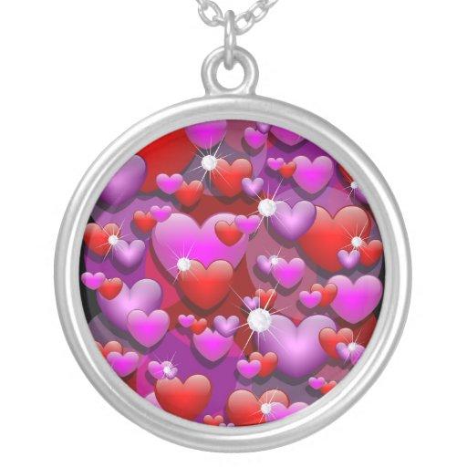 Amor y diamantes de los corazones colgante redondo