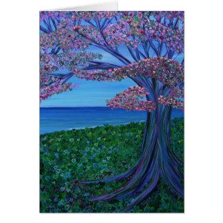 Amor y el árbol rosado de corazones tarjeta de felicitación