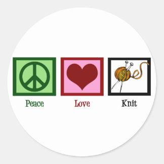 Amor y el hacer punto de la paz etiqueta redonda
