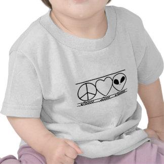 Amor y extranjeros de la paz camisetas