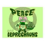 Amor y Leprechauns de la paz Postales