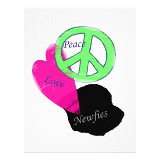"""Amor y Newfies de la paz Folleto 8.5"""" X 11"""""""