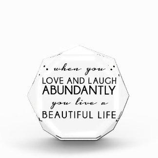 Amor y risa Qoute