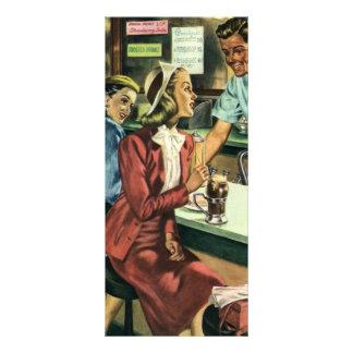 Amor y romance, señora del vintage en la tienda de lonas