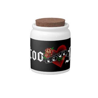 Amor y rosas del fondo del tatuaje plato para caramelo