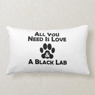Amor y un laboratorio negro cojines