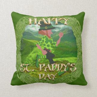 """Amortiguador del tiro """"del día feliz de St.Paddy"""" Cojin"""