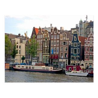 Amsterdam, casas por el canal postal