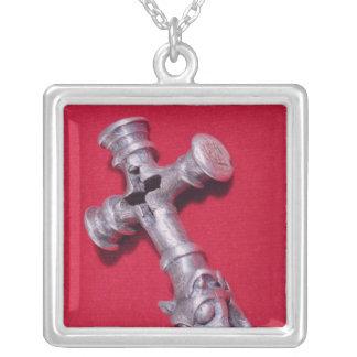Amuleto de Viking en la forma de una cruz Collar