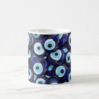 Amuletos de la protección de mal de ojo taza