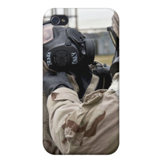 An Airman assists his wingman iPhone 4/4S Case