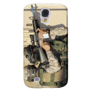 An infantry scout aims his weapon samsung galaxy s4 cover