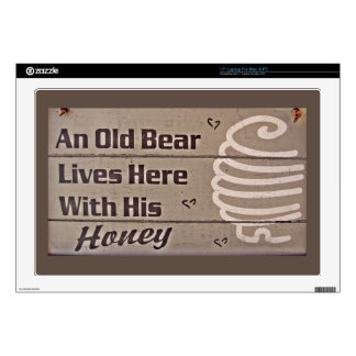 """AN OLD BEAR AND HIS HONEY LIVE HERE FUNNY MARRIAGE 17"""" LAPTOP DECAL"""