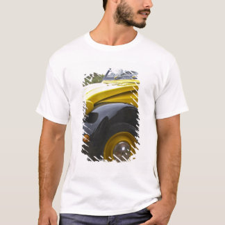 An old black and yellow Citroen 2CV 2 CV, T-Shirt