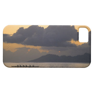 An outrigger canoe team practices off the coast iPhone SE/5/5s case