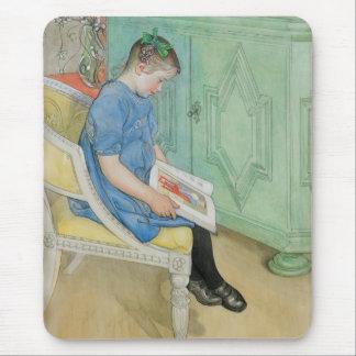 Ana Juana que lee un libro Alfombrilla De Ratón