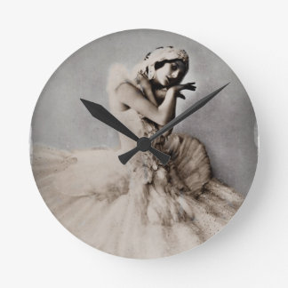 Ana Pavlova presentó en Pointe Reloj