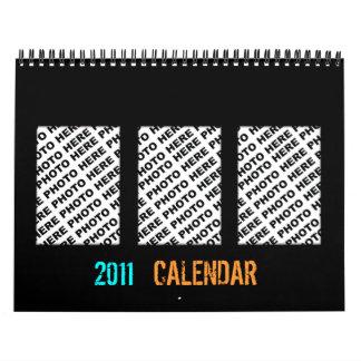 Añada 34 fotos en un marco negro del calendario