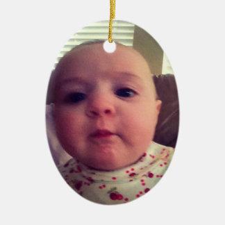 Añada el ornamento del árbol de navidad de la niña adorno navideño ovalado de cerámica