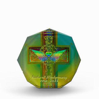Añada la cruz del resplandor del arco iris del